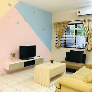 Seri Manjung Homestay @Spacious Family Home photos Exterior