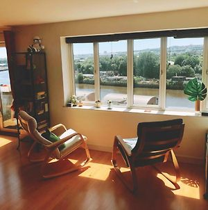 Modern 2 Bedroom Flat With Stunning River Views photos Exterior