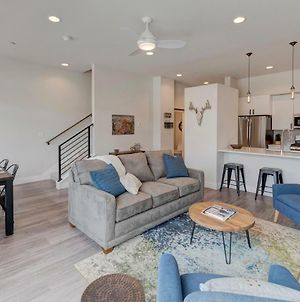 Downtown Luxury Loft #17 Near Resort With Huge Hot Tub - Free Activities Daily, Wifi & Shuttle photos Exterior