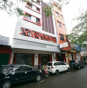 Reddoorz Near Ambon Plaza photos Exterior