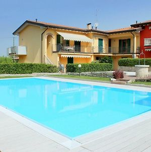 Small Residence Of Only 18 Apartments With Swimming Pool photos Exterior