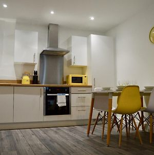 Queen Suite, Stylish Spacious City Centre Apartment Sleeps 6 In 2 Bedrooms And Sofabed, Perfect For Work Or Leisure photos Exterior