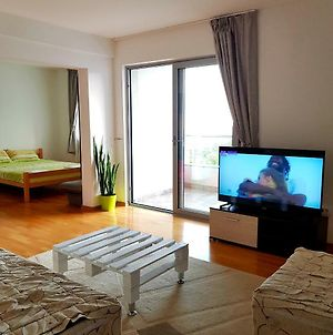 Sea View Apartment With Free Parking photos Exterior