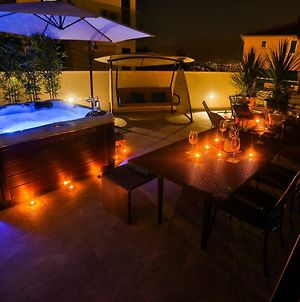 Luxury Urban Villa Apartments With Jacuzzi photos Exterior
