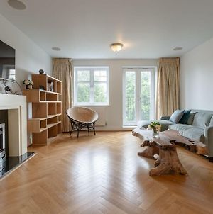 3 Bedroom Home In The Heart Of Wimbledon photos Exterior
