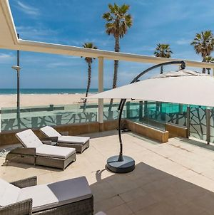 Luxury Beach Front Apartment With Pool photos Exterior