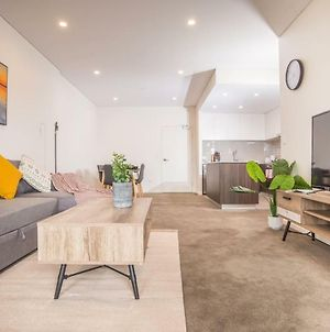 Refreshing 2Bed2Bath Apt In Upandcoming Liverpool photos Exterior