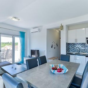Crowonder Luxury Vir- 6 New Apartments For Families With Kids, Near The Beautiful Beach photos Exterior