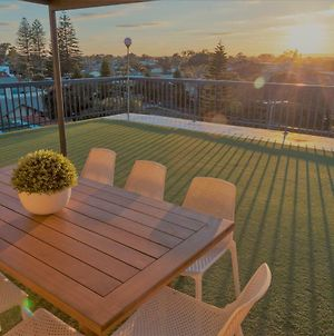 Henley Beach South, Amazing Views, Huge Private Balcony! photos Exterior
