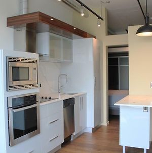 Industrial Chic Brand New 1Br Condo With Parking photos Exterior