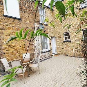 Stunning Town House - 5 Mins From The Beach photos Exterior