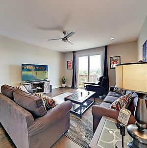 New Listing! Newly Built Townhome W/ Skyline Views Townhouse photos Exterior