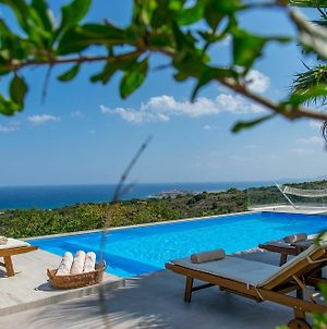 Infinity Villa With Pool, 1 Km To Sea, Amenities & Shaded Bbq! photos Exterior
