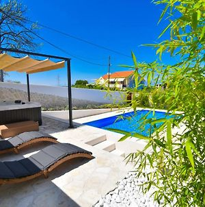 Villa Village Idylle With Pool, Sauna, Jacuzzy And Private Parking, Garden photos Exterior