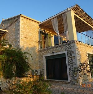 Artist'S Villa Red Rose photos Exterior