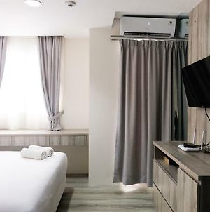 Minimalist Studio Room At Bintaro Icon Apartment By Travelio photos Exterior
