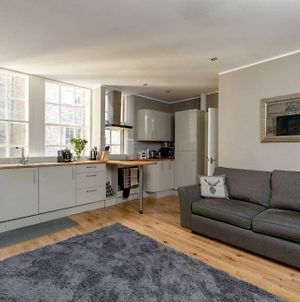 Beautiful Newly Decorated Flat On The Royal Mile! photos Exterior
