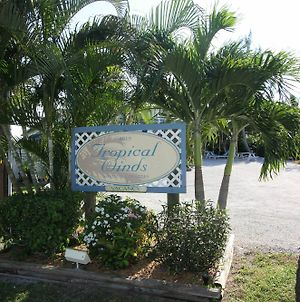 Tropical Winds Beachfront Motel And Cottages photos Exterior