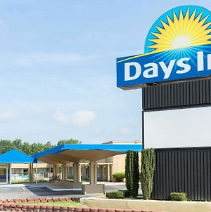 Days Inn By Wyndham Washington photos Exterior