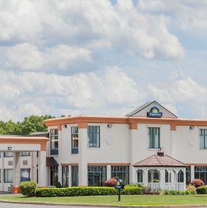 Days Inn By Wyndham Windsor Locks / Bradley Intl Airport photos Exterior