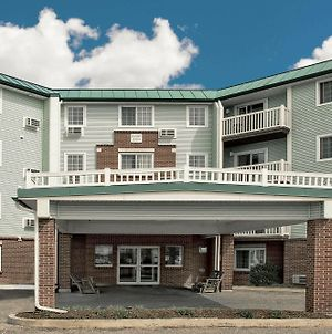 Baymont Inn & Suites Essex Burlington Area photos Exterior