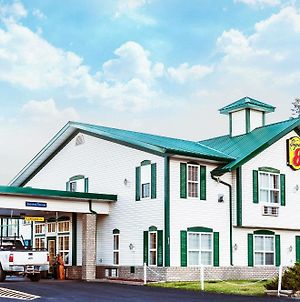 Super 8 By Wyndham 100 Mile House photos Exterior