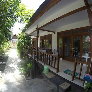 Gili Smile Bungalows photos Exterior
