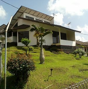 Villa Private Puncak photos Exterior