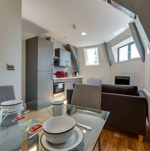 Newly Renovated, Top Floor Apt For 4, Central Mcr! photos Exterior