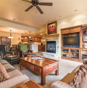 Fabulous Mountain Getaway With Room For The Entire Family! 4 Pools, 10 Hot Tubs, 2 Tennis Courts photos Exterior