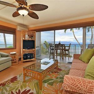 2 Bedroom Ocean Front Condo In Lahaina Town Sleeps 5 Lahaina Roads #201 photos Exterior