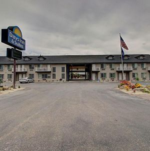 Days Inn & Suites By Wyndham Lolo photos Exterior