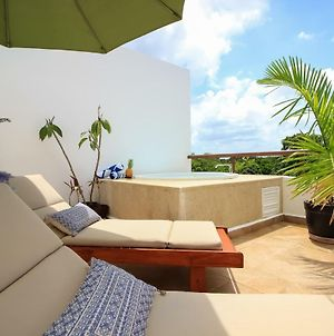 Stunning 2-Story Penthouse With Hot Tub And Pool Facilities In Akumal photos Exterior