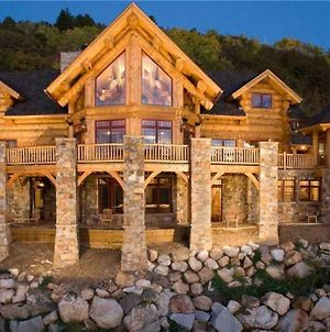 See Me Lodge - Custom Lodge Home With Room For Everyone! photos Exterior