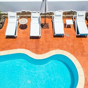 Corralejo Holiday White Villa With Pool And 500M To Sea photos Exterior