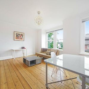 Amazing 2 Double Bed In Acton With Shared Garden! photos Exterior