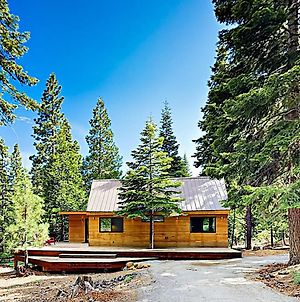 Modern Wooded Oasis With Hot Tub, Walk To Beach! Cabin photos Exterior