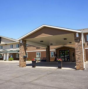 Quality Inn & Suites Watertown photos Exterior