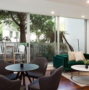 Refined Apartment Close To Nightlife, Restaurants With Car Space photos Exterior