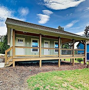 New Listing! New Cottage W/ Deck & Fire Pit Cabin photos Exterior
