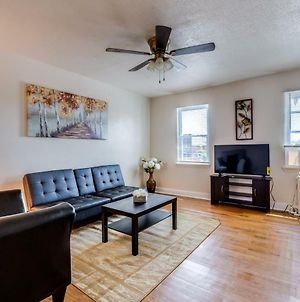 Well-Located Cozy 1 Bedroom Condo Near Transportation photos Exterior