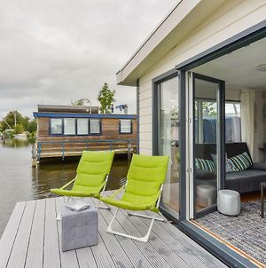 Bright And Comfortable Houseboat photos Exterior