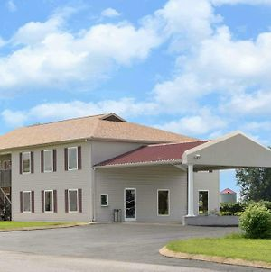 Super 8 By Wyndham Whiteville photos Exterior