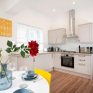 Bright And Airy 2 Bed Ground Floor Garden Apartment In Hereford House Free Superfast Wifi Walking Distance To Central Southsea And The Beach photos Exterior