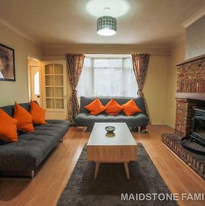 Spacious Maidstone House, Free Parking, Fantastic Location photos Exterior
