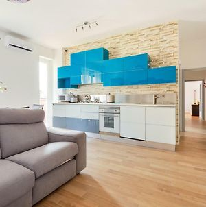 Renovated & Colorful Flat With Balcony photos Exterior