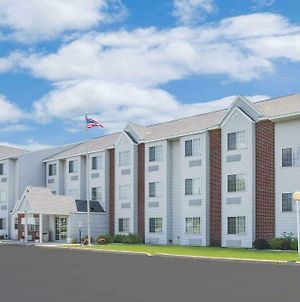 Microtel Inn & Suites By Wyndham Fond Du Lac photos Exterior