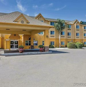 La Quinta Inn & Suites By Wyndham Tulare photos Exterior