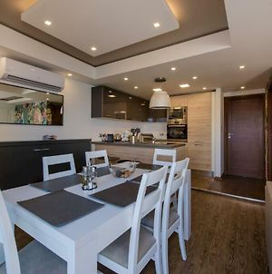 Stylish Seaview Apartment In A Prime Location photos Exterior