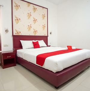 Reddoorz Plus Near Pantai Falajawa photos Exterior